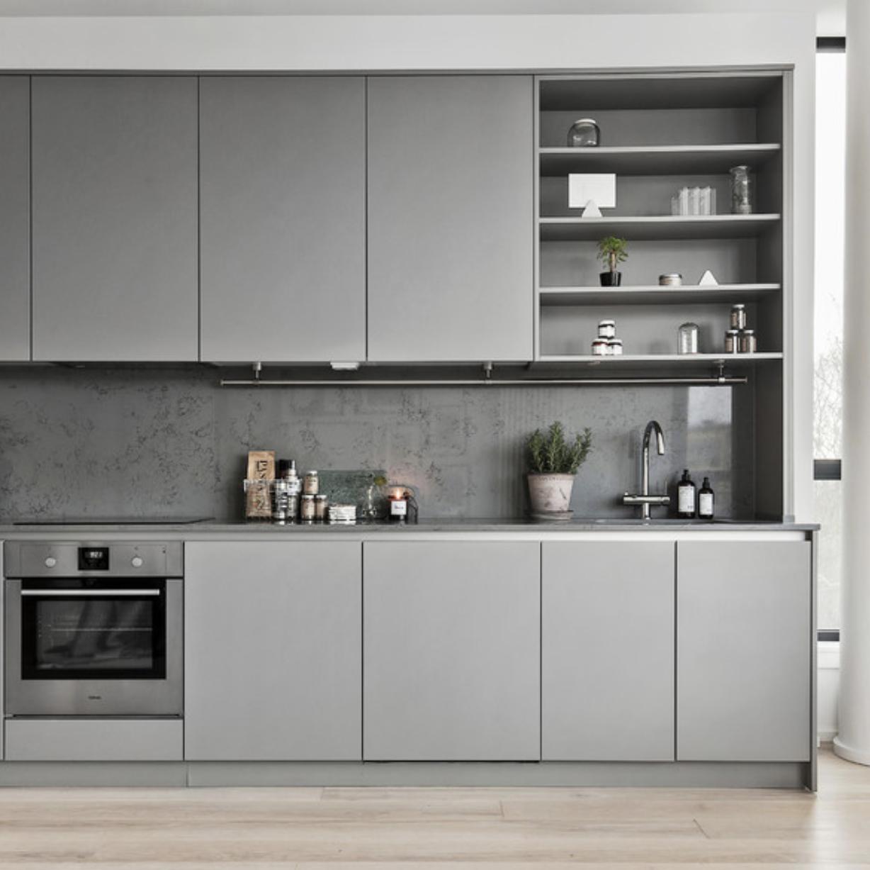 Cucina grigia, la scelta perfetta per un open space